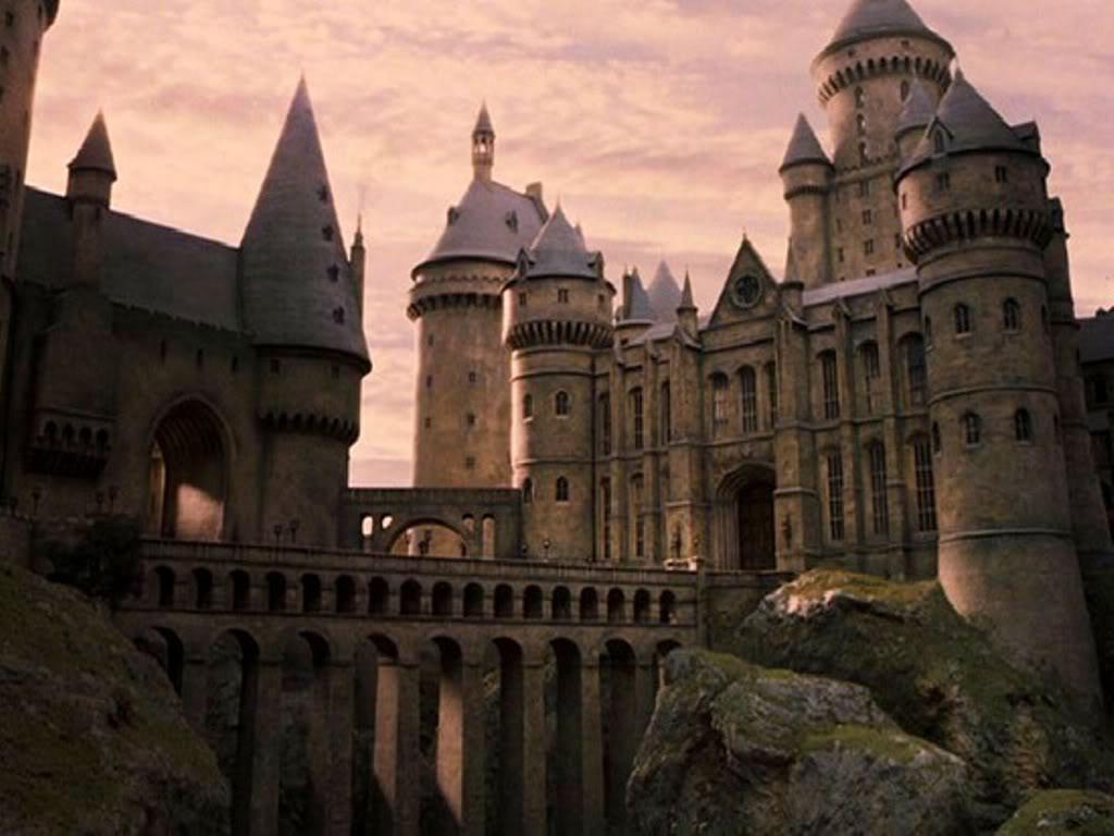 cena de harry potter ilustrando hogwarts